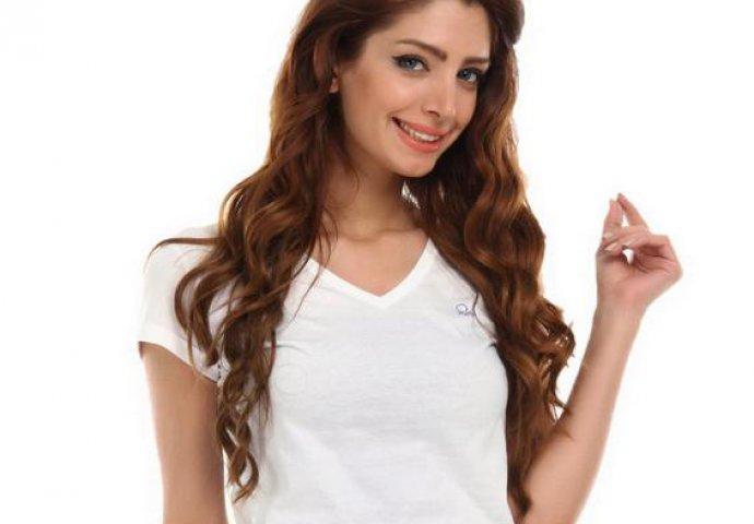 Obična bijela majica postaje moderna: 20 načina kako nositi ovaj odjevni pred...