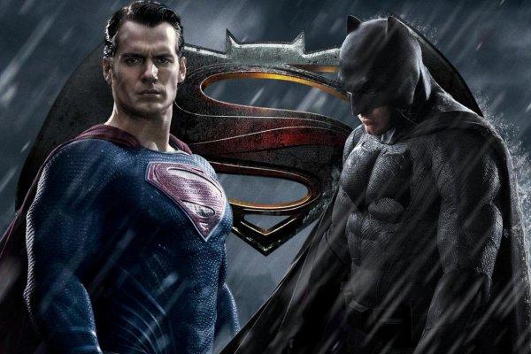 Ljubitelji Batmana i Supermana vodili ljubav nasred kina, a onda i napali zaposlenika