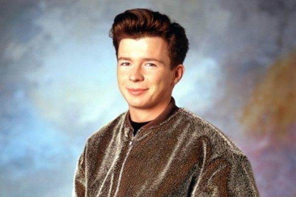 Prepoznatljiv po dječačkom liku i izuzetno dubokom glasu: Evo kako danas izgleda pop senzacija 80-ih