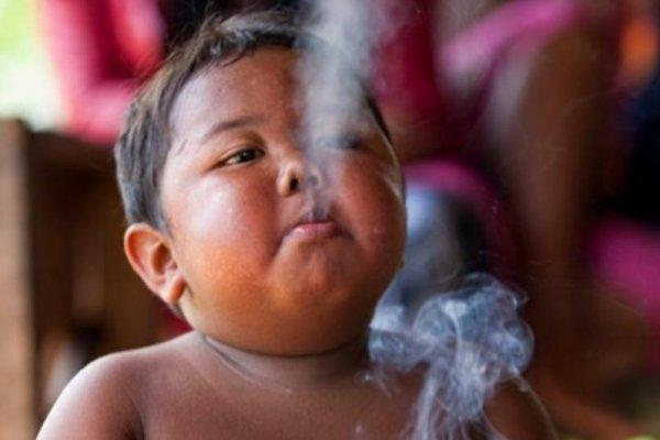 Sjećate li se dječaka koji je pušio 40 cigareta dnevno? Evo kako izgleda nakon 8 godina (FOTO)