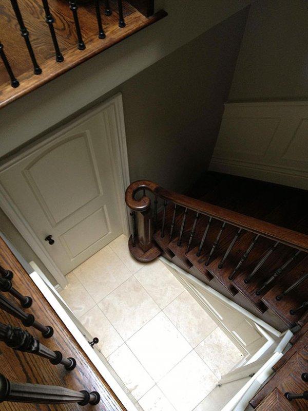 stepenice-koje-ne-dozvoljavaju-pristup-podrumu-7