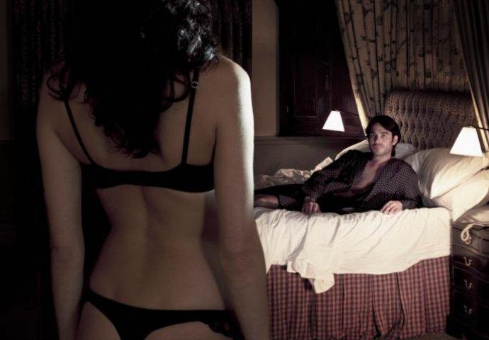 bujica porno filma crne djevojke s masnom pičkom