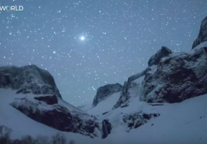 "(VIDEO) KAO U BAJCI: Meteori ""zapalili"" nebo iznad Kine"