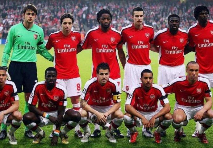 nogometaši s velikim pijetlovima