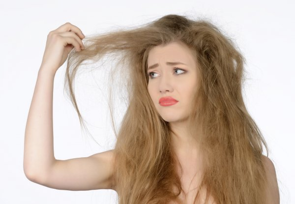 causes-of-frizzy-hair-favorable