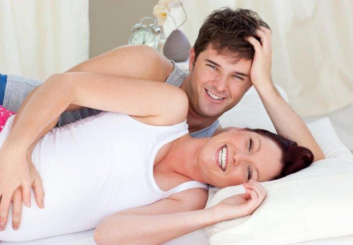 Vruće mame podučavaju seks