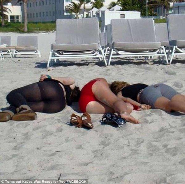 inglesi-in-spiaggia-a-corfu-923997