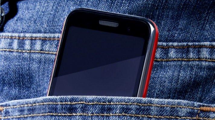 mobitel-u-dzepu-990x556