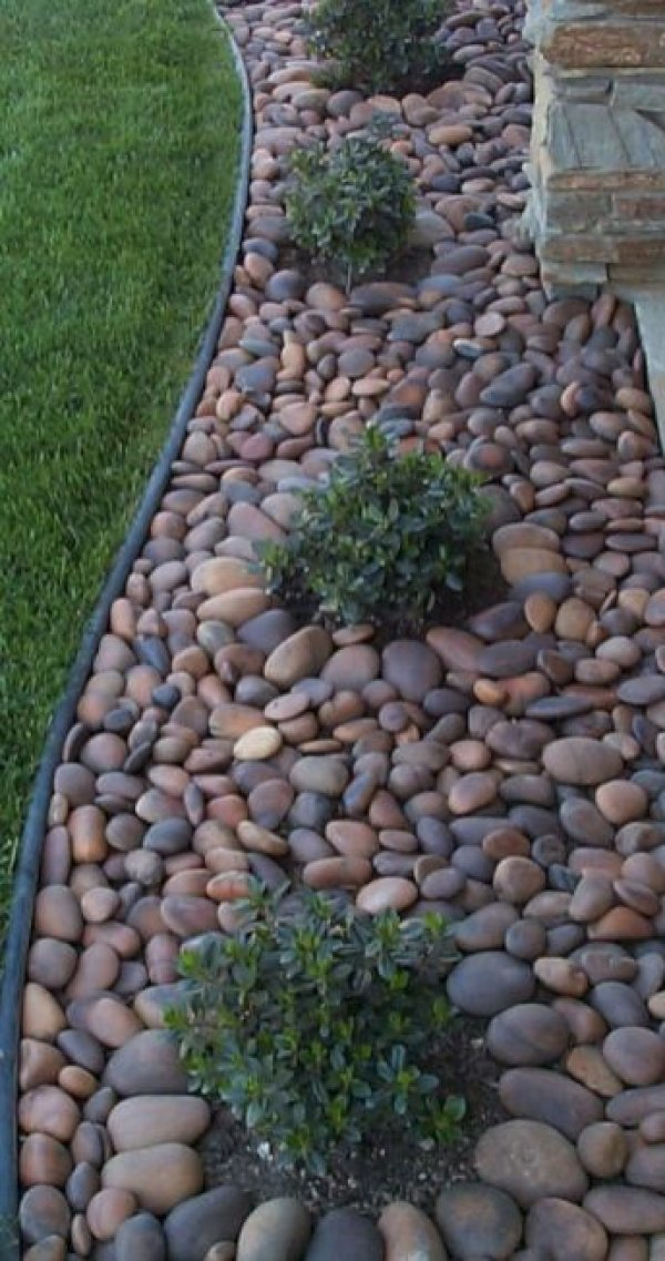 beautiful-home-decor-with-river-rocks-42