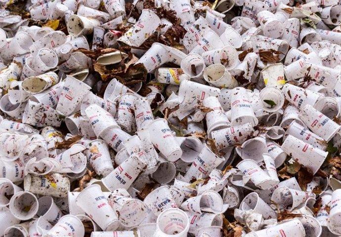 ODZVONILO PLASTICI U EU: Evropska komisija priprema zabranu desetak plastičnih proizvoda za jednokratnu upotrebu