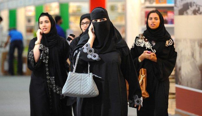 abaya-in-saudiarabia-700x