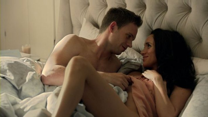 meghan-markle-suits-bed-scene-011