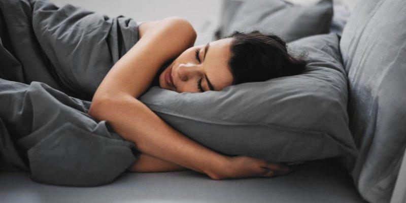 zena-spavanje-810x405