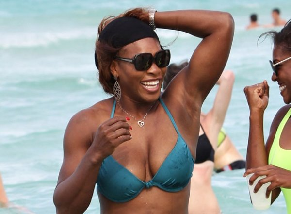 serena-williams-fit-bod-at-beach-sexy