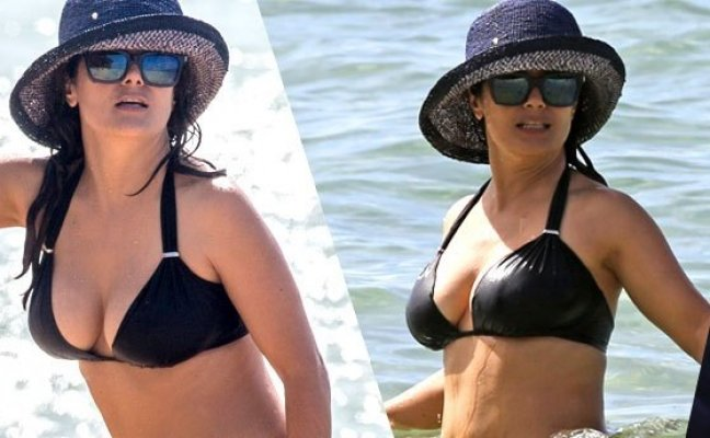 salma-hayek-bikini-photos-on-yacht-in-hawaii-pp