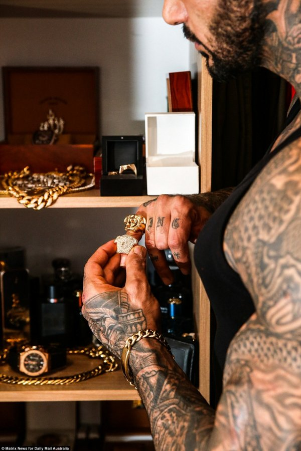yakiboy-how-heavily-tattooed-muslim-shia-soldier-became-instagram-star-4