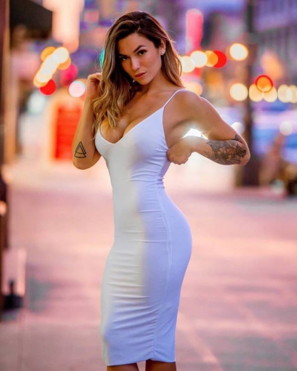 lookout-boyshere-come-the-babes-in-tight-dresses-640-high-20