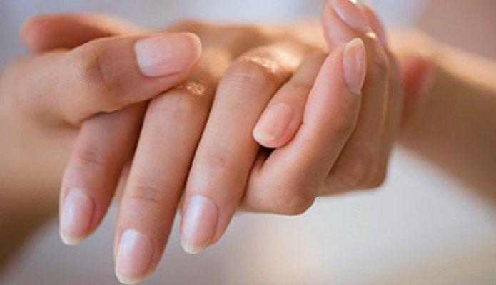 rebrasti-nokti-i-brazde-na-noktima-simptomi-uzrok-i-lecenje