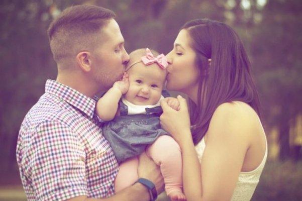 tata-mama-beba-dojenje-pomoc-oko-dojenja-722x480