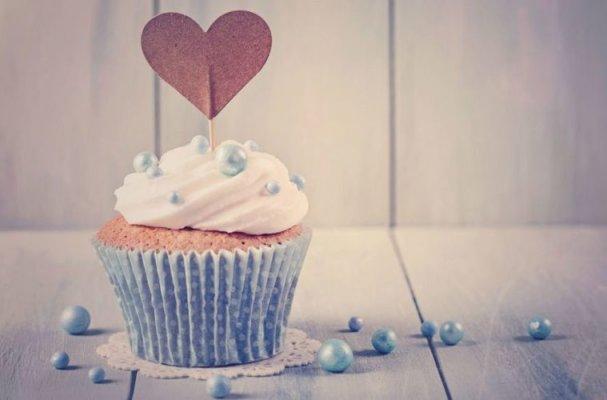 61638149-ljubav-srce-cupcake-kolac-759x500