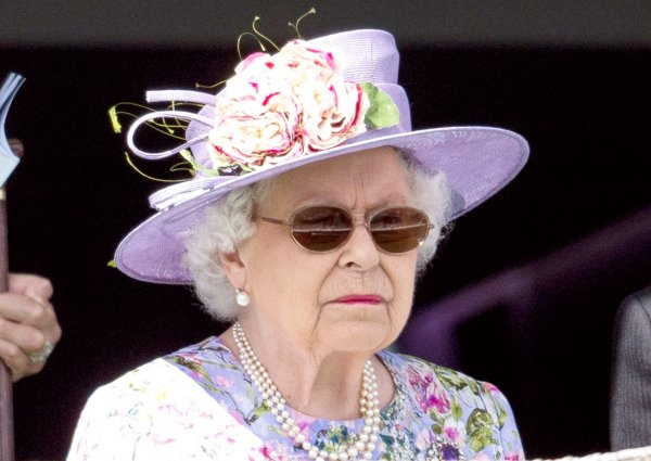 queen-elizabeth-eye-surgery