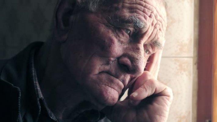 depositphotos-98693504-stock-video-expressive-sad-old-man