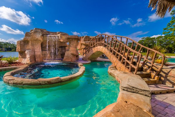 disney-house-pool-bridge