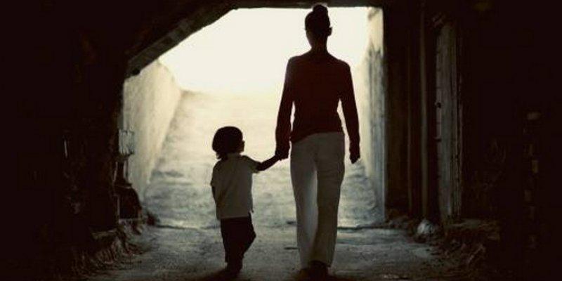 mlada samohrana mama i izlazi prijatelj se druži s mojim bivšim dečkom
