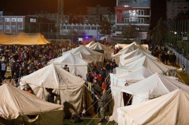 albanija-dan-poslije-stravicnog-potresa-tisuce-ljudi-bez-domova-noce-na-nogometnom-stadionu-ca-large