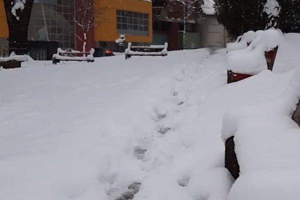 SELA ODSJEČENA OD GRADOVA, SNIJEG NE PRESTAJE PADATI: Veliki snježni nameti  uzrokovali probleme u regionu, JEDNA OSOBA ŽIVOTNO UGROŽENA!   Novi.ba
