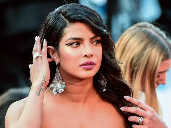 priyanka-chopra-says-shes-patriotic-but-not-fond-of-war-after-pakistani-woman-slams-her-for-encouraging-nuclear-attack