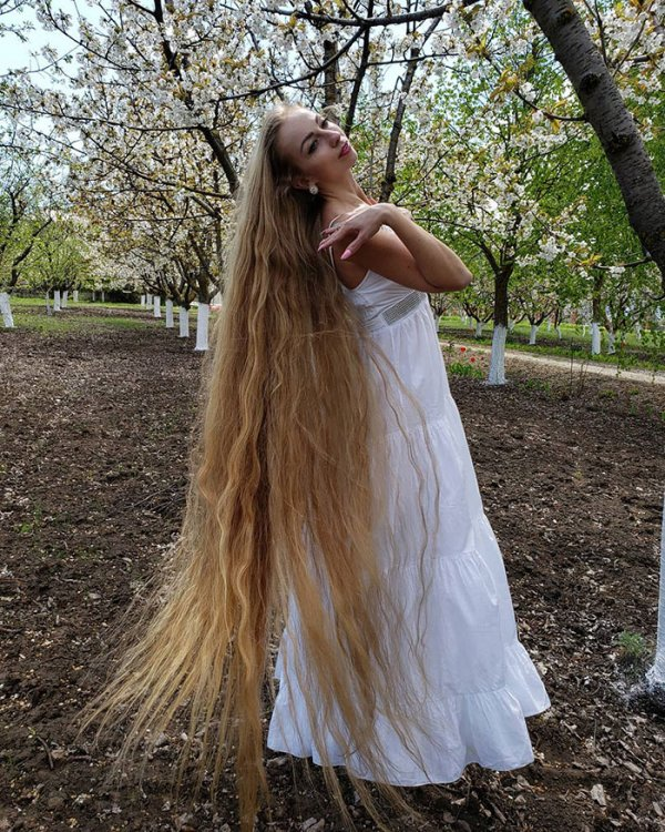 alena-kravchenko-6-feet-long-hair-4-5e0b5f6da8439-700