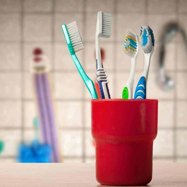 toothbrush-how-to-clean-1