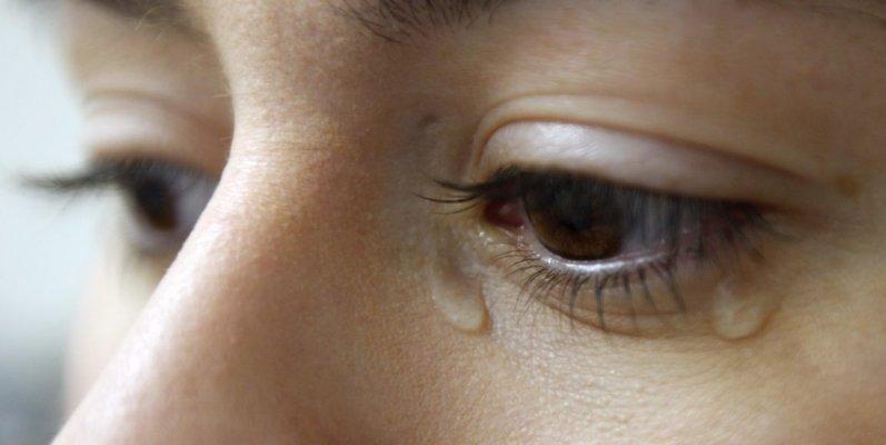 crying-1152x578